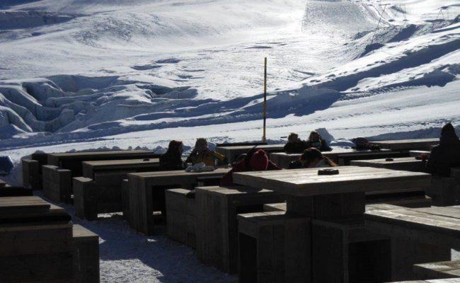steigerhouten-inrichting-terras-ski-piste-oostenrijk (4)