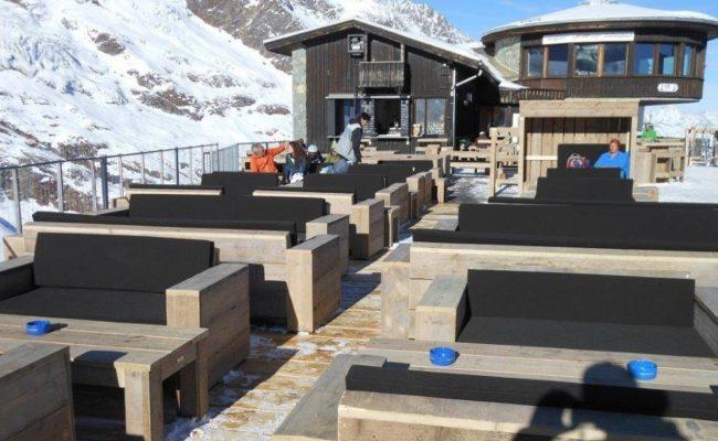 steigerhouten-inrichting-terras-ski-piste-oostenrijk (5)