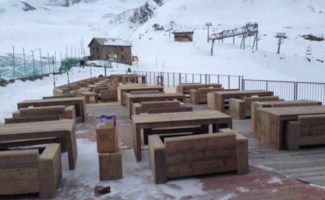 steigerhouten-inrichting-terras-ski-piste-oostenrijk (6)