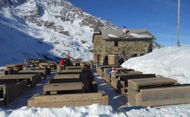 steigerhouten-inrichting-terras-ski-piste-oostenrijk (7)
